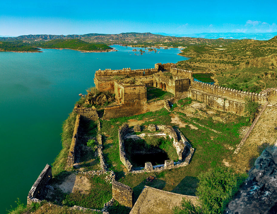 In the 16th and 17th centuries, the Muslim rulers of Kashmir built numerous forts, one of which is the Ramkot Fort .It is an ancient fort situated in Azad Kashmir, Pakistan currently beside the Mangla Dam.